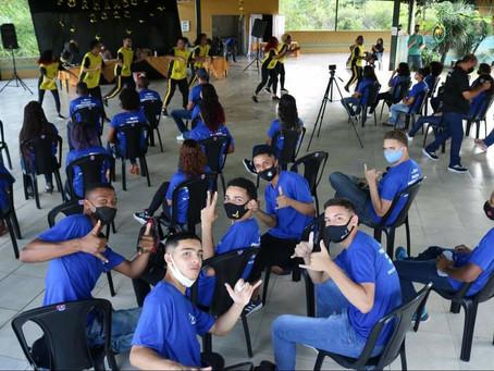 Lucia Inês agradece a SENAPRED e parlamentares durante formatura em Tinguá