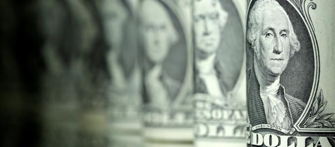 Dólar fica abaixo dos R$ 5 primeira vez desde 03/2021