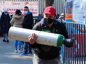 Escasez de oxígeno genera largas filas y aumento de precios en México