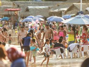 Con riesgo de inminente tercera ola, bañistas abarrotan Acapulco