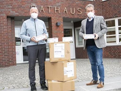 Firma Rehau spendet 5.000 medizinische Masken an die Gemeinde Visbek