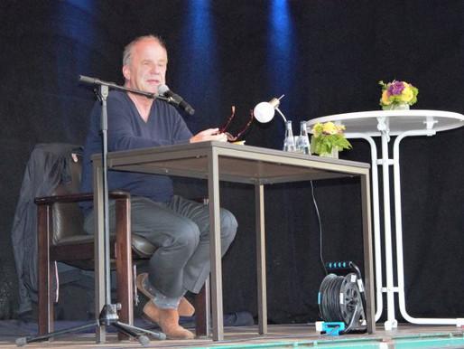 Hubertus Meyer-Burckhardt begeistert das Visbeker Publikum