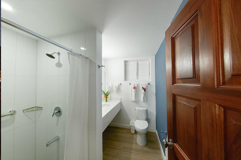 bathroom-4-villa-1.jpg