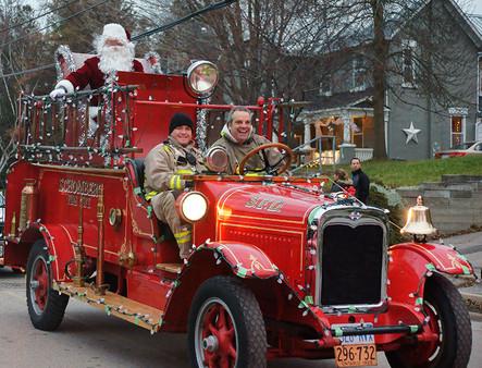 Fire-Truck-with-Santa..jpg