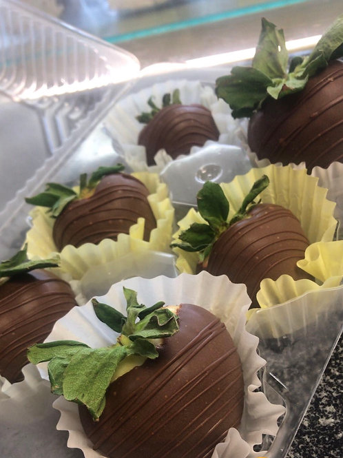 Chocolate covered strawberries (12)