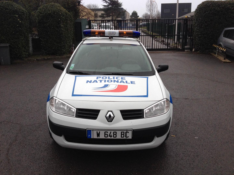 VOITURE_POLICE_RENAULT_Mégane_face.jpg