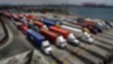 la-me-ln-port-trucker-conditons-20140219-001.jpg