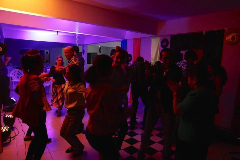 Festa Anos 80 no salão de eventos