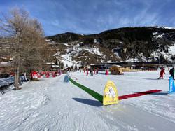 Départ des cours de ski ESF sur le front de neige de Tignes les Brévières