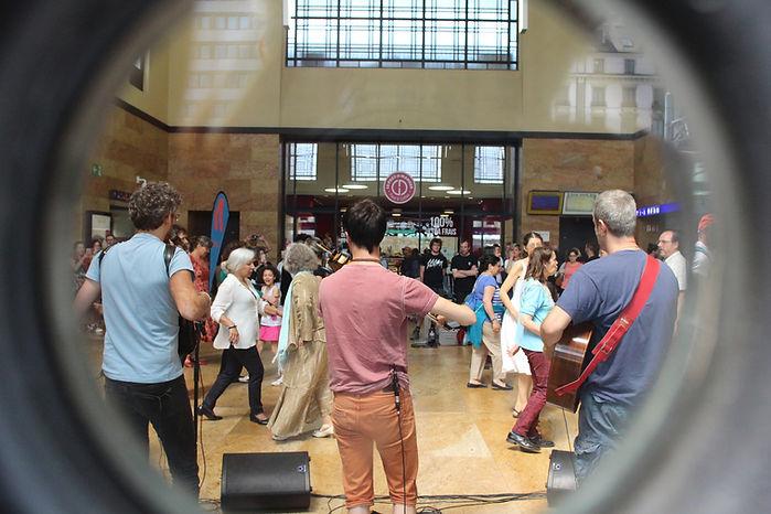 Bal_gare_Cornavin_-_Fête_de_la_danse_GE.