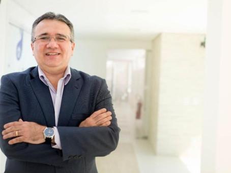 Os Parabéns são para o amado Dr. Robério Motta. Gastroenterologista. Médico Cooperado Unimed Cariri
