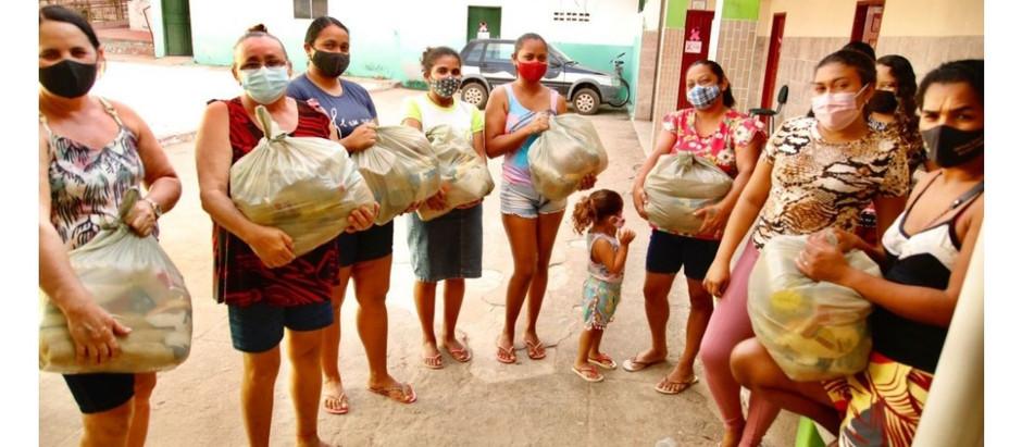 """Famílias missãovelhenses recebem cestas básicas do programa """"Cariri Solidário"""""""