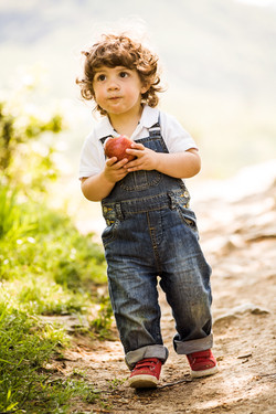 child and apple-265