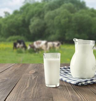 fresh-milk-in-glass-on-dark-wooden-table