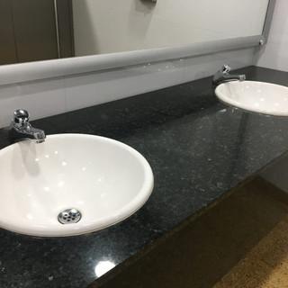 Grifería de push para lavamanos