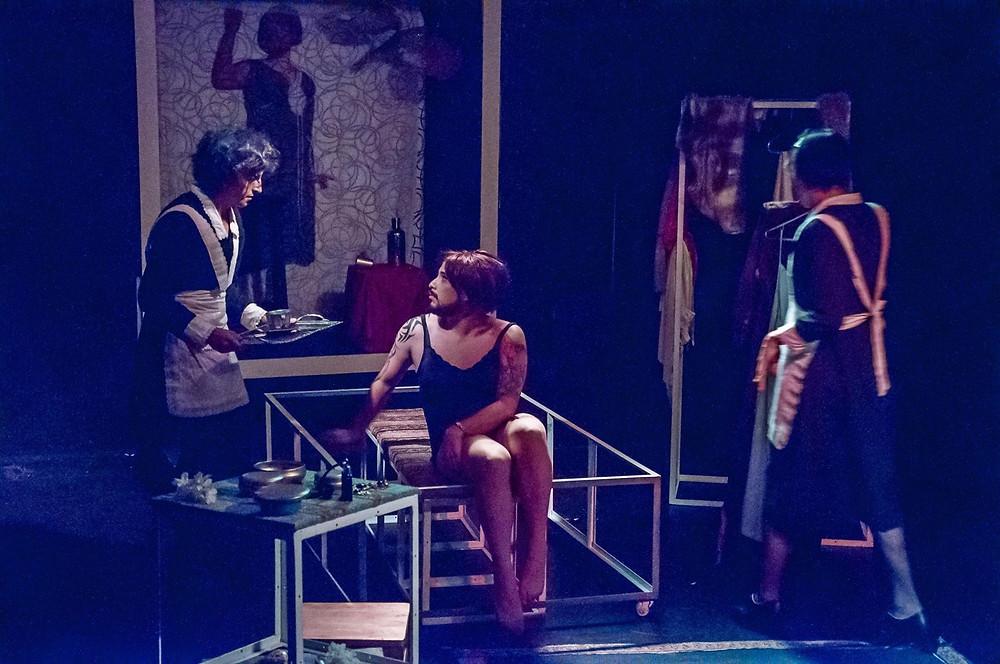 Las Criadas, de Jean Paul Sartre. Dirección de Daniela Sánchez. Actúan Carlos Álvarez, Juan Carlos Camacho y Johnny Hidalgo