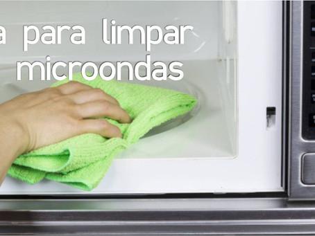 Aprenda a limpar seu microondas