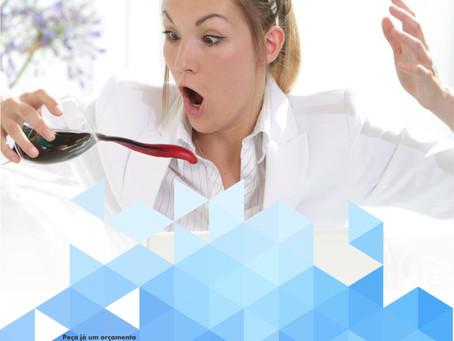 Dicas de como tirar mancha de vinho de roupa branca