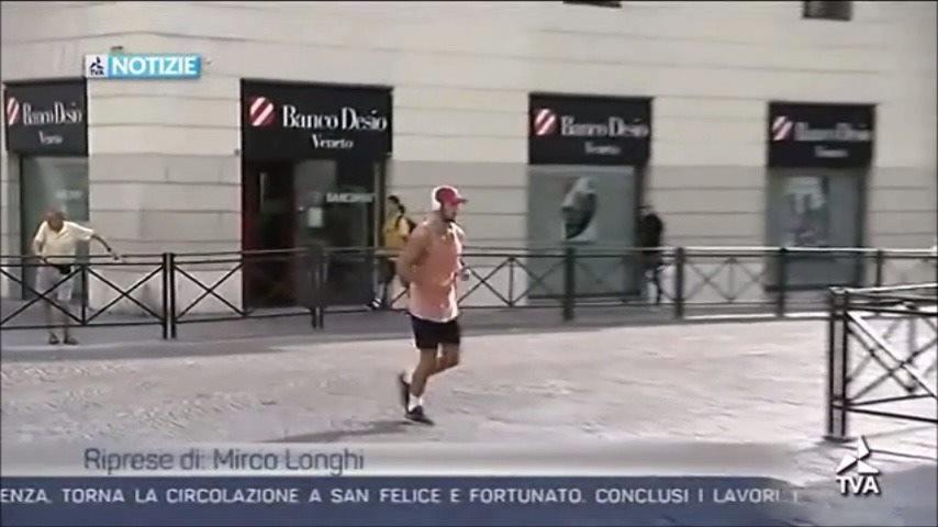 CANTIERI STRADALI E PEDONI IN PIAZZA CASTELLO.