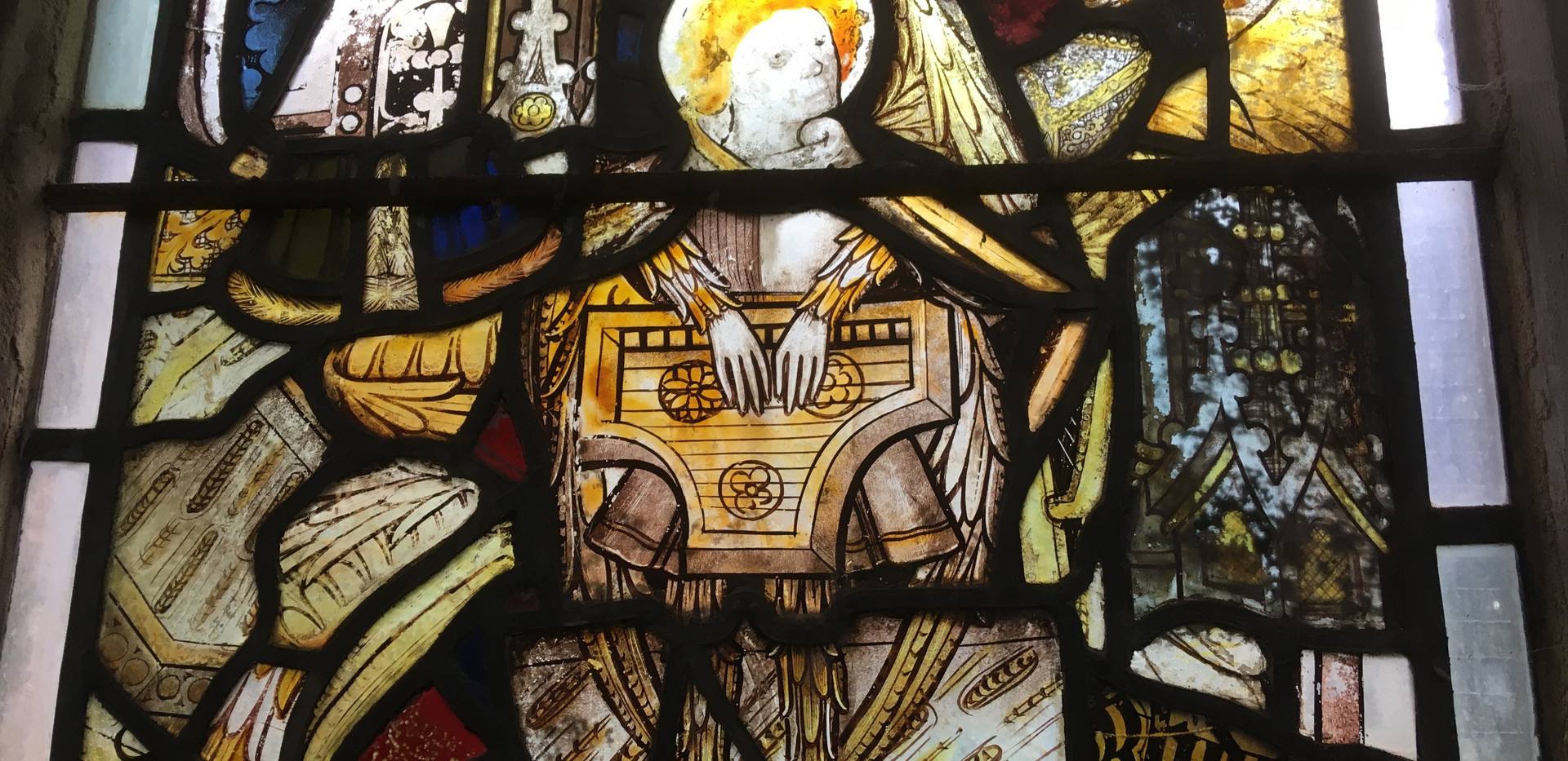 Cawston church has an absolutely wonderful window made anew from broken medieval glass; the original clearly featured a wonderful array of musicians. The detail is incredible, as seen in this psaltery player - somewhat atypically playing with fingers rather than a plectrum.