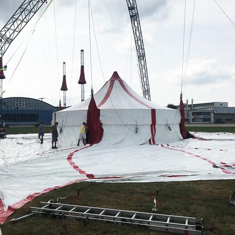 Zeltaufbau Zirkus Ohlala
