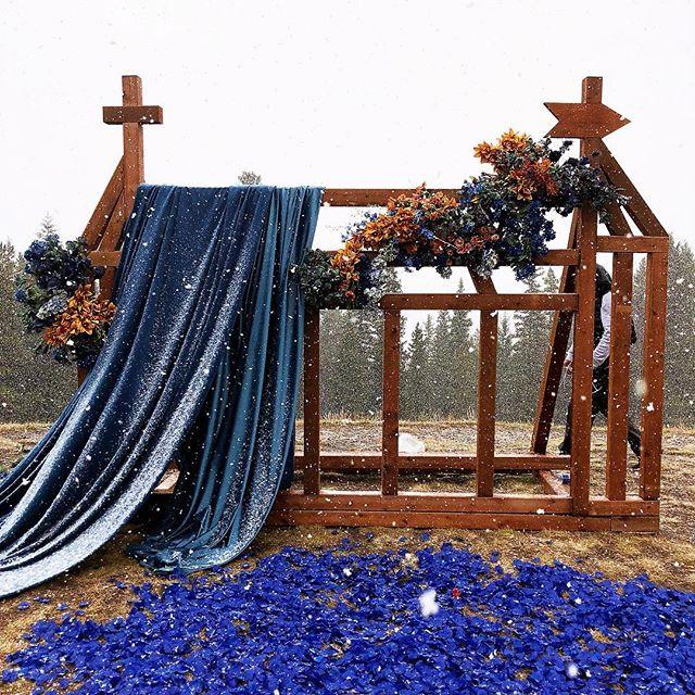 Snowy Wedding #weddingflowers