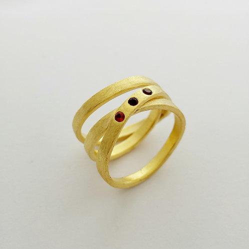 טבעת שלישיה שהיא אחת