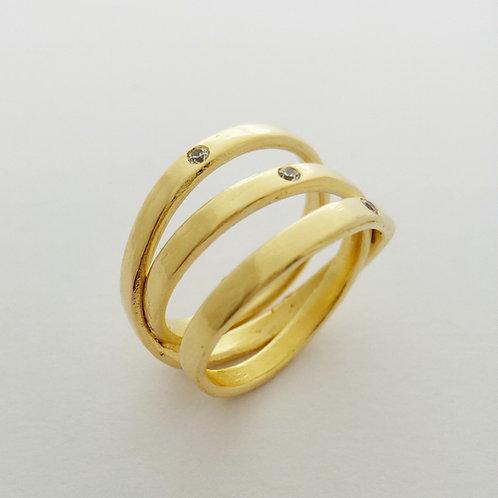 טבעת שלישיית פסים שהיא אחת