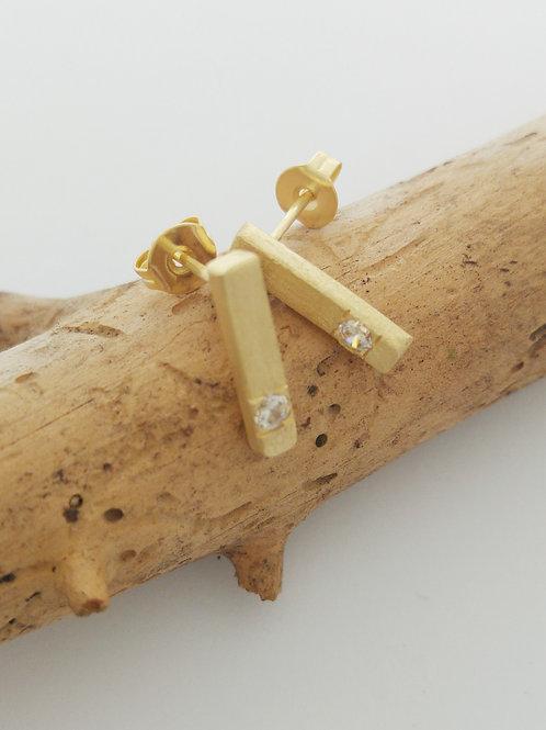 עגילי קו זהב משובצים