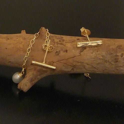 עגילי קו/בר עם שרשרת ופנינה