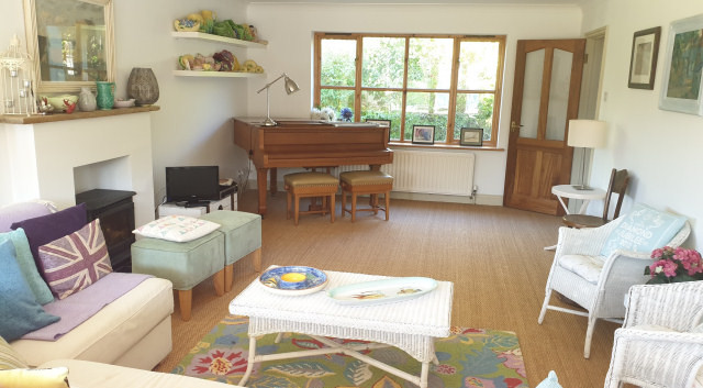 Freshfield House Sitting room.jpg