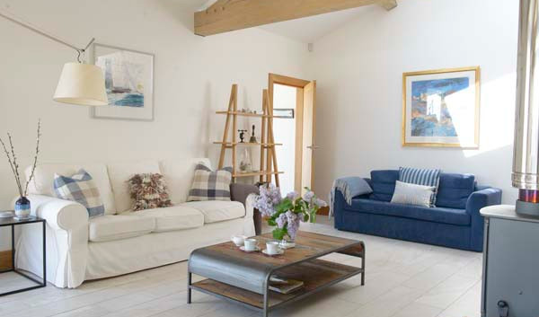 Renown Cottage sitting room