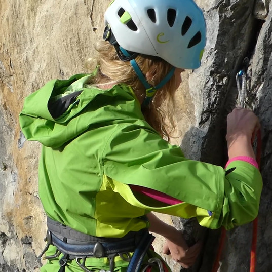 Trad climbing skills course