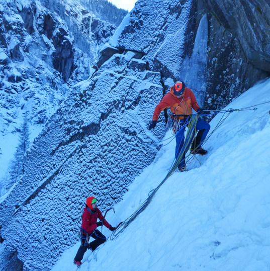 learn ice climbing skills Rjukan