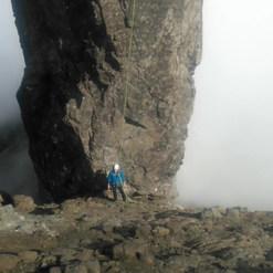 Inaccessible pinnacle absail