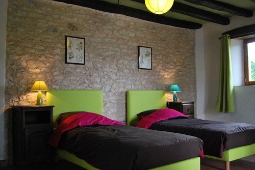 一階にあるシングルベッド