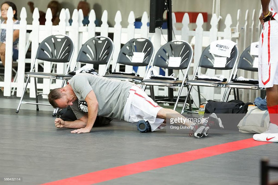 Clark Gregg, Stretching