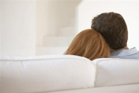 couple-on-couch-back-heads-380pix1.jpg