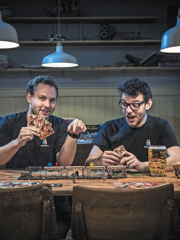 Vasco Estermann und Kilian Niederberger, Mannsgöggeli Spielagentur, Luzern