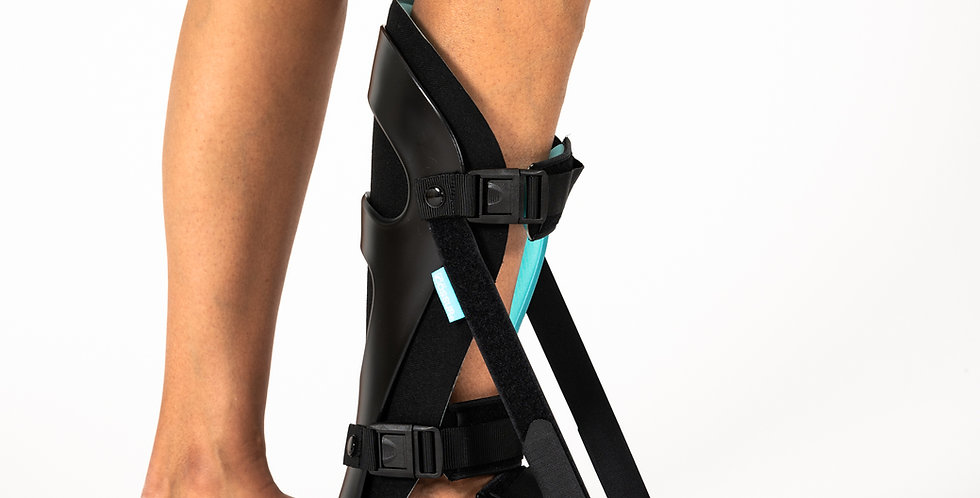 Someone wearing the Ossur Formfit Night Splint for plantar fasciitis or Achilles tendonitis pain relief