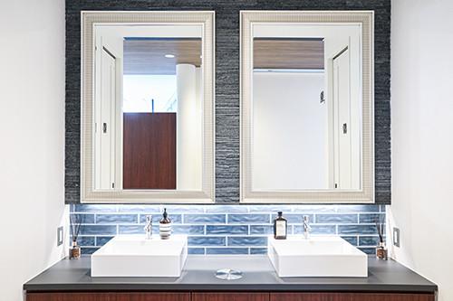 清潔で高級感溢れるパウダールーム
