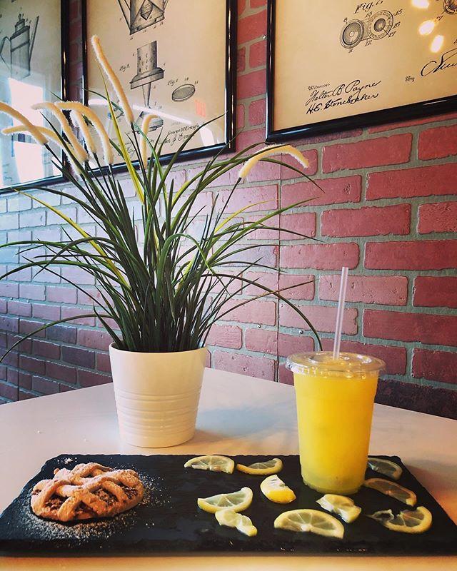 We serve fresh organic lemonade. 😋  #le