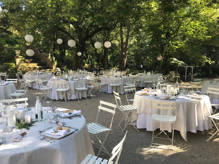 Repas extérieur  dans le parc du château