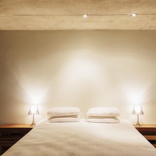 Spots LED, lumière d'ambiance, prises de courant connectées - Chambre parentale
