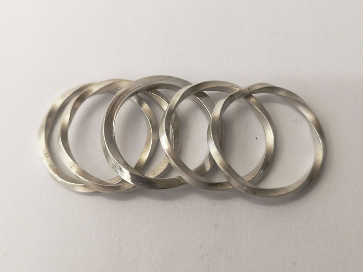 Twisted stack ring