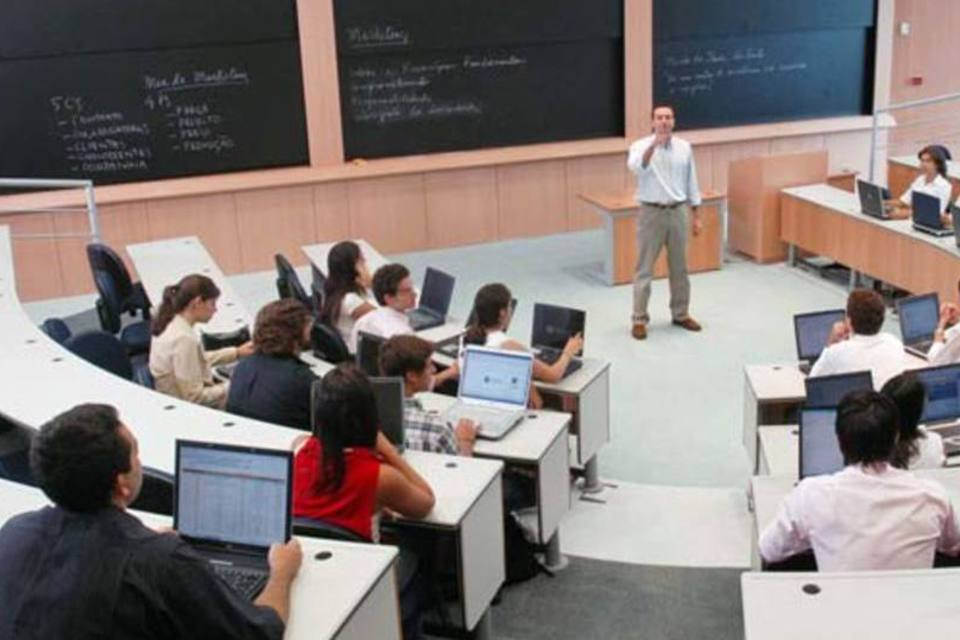 Sala de aula: estudantes que pagam a própria faculdade também podem se beneficiar do seguro (LIA LUBAMBO / EXAME/Revista EXAME)