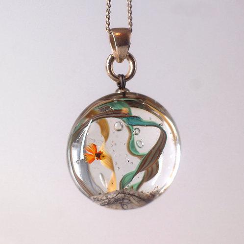 """Кулон """" Золотая рыбка """", круглый аквариум"""
