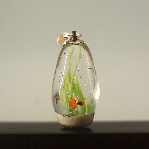 """Кулон """" Золотая рыбка в аквариуме"""""""