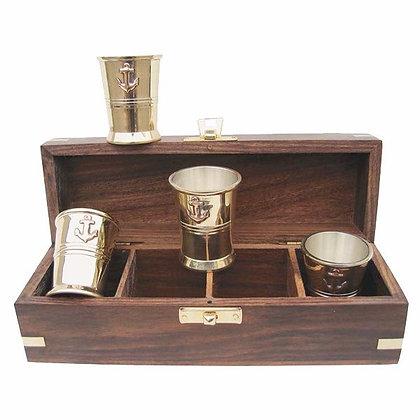 4 Stück Schnapsbecher in Holzbox
