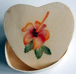 hibiscus op houten doosje